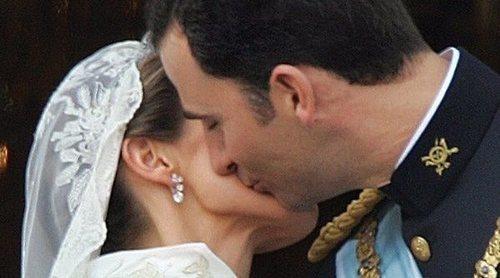 El Rey Juan Carlos, el único conocedor de la amenaza que había sobre la boda de Felipe y Letizia