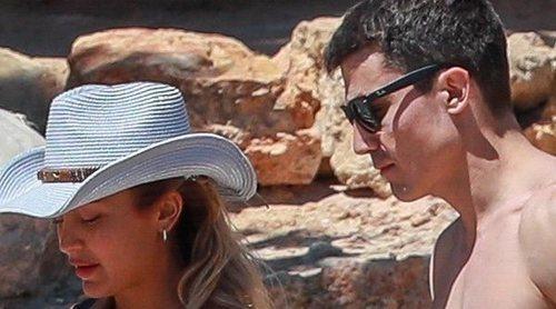 Álex González disfruta de unos días de relax en Ibiza con su hermano y unos amigos