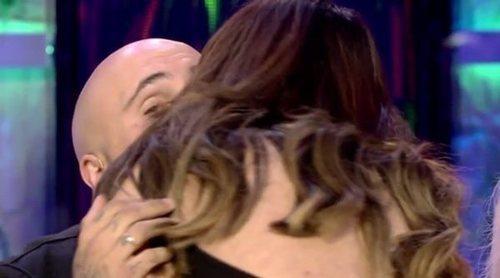 Los dos fríos besos de Chabelita Pantoja y Kiko Rivera en su reencuentro en 'Supervivientes 2019'