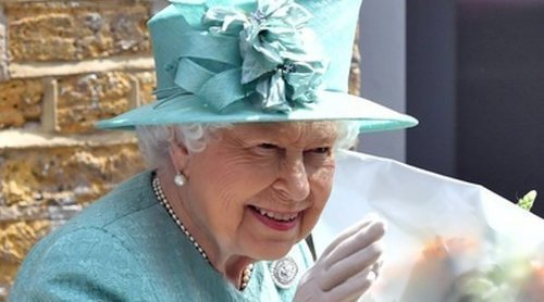 La reacción de la Reina Isabel al descubrir por primera vez una caja de pago automático en un supermercado