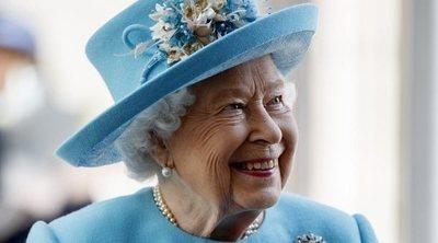 Isabel II busca un Community Manager para convertirse en una Reina 2.0