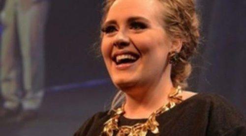 Adele niega que se haya casado con Simon Konecki