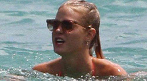 Erin Heatherton disfruta sin Leonardo DiCaprio de las playas de Miami
