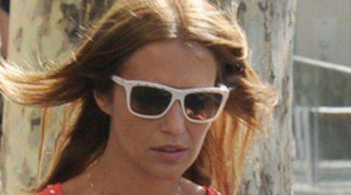 Paula Echevarría se relaja durante una tarde de compras con una amiga