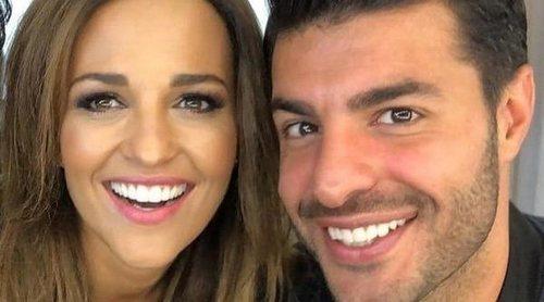 Paula Echevarría, volcada en Miguel Torres tras ser abucheado en el terreno de juego