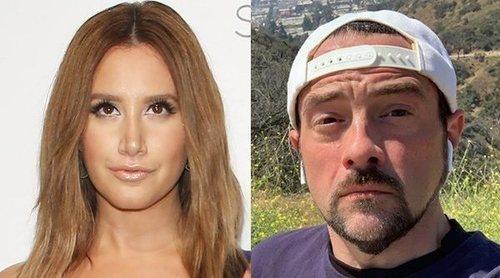 Ashley Tisdale acusa a Kevin Smith de romperle un retrovisor y no parar