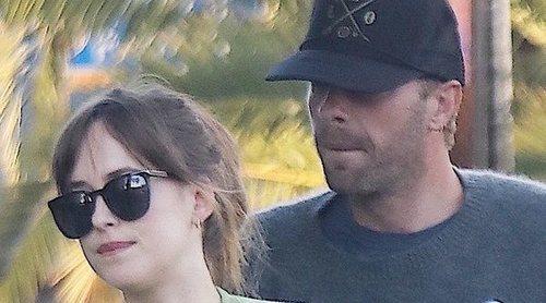 Chris Martin y Dakota Johnson rompen tras dos años de discreto noviazgo