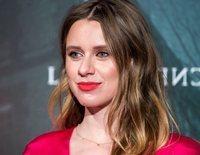 Manuela Vellés presume de embarazo en el estreno de su última película 'La Influencia'