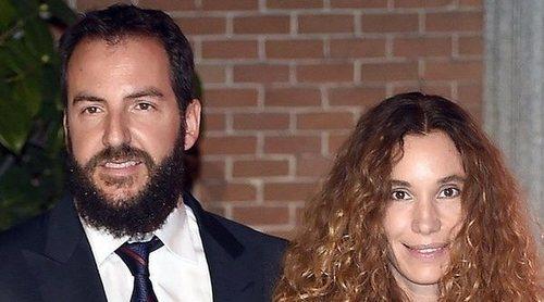 Borja Thyssen y Blanca Cuesta se olvidan de sus problemas judiciales en una inauguración