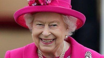 La Reina Isabel II, golpeada en la cara por un pañuelo mientras disfrutaba de un partido de polo