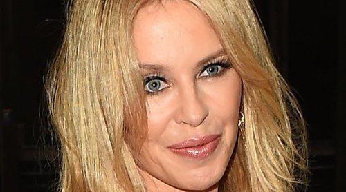 Kylie Minogue rompe a llorar después de su actuación en el festival Glastonbury