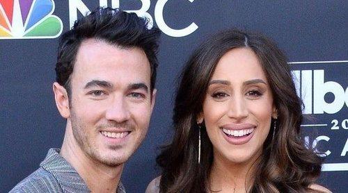 Kevin Jonas agradece a su esposa Danielle por decir 'Sí' en su décimo aniversario de boda