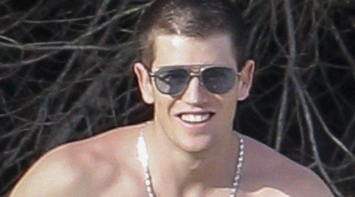 Miguel Bernardeau, todo un vigilante de la playa que presume de cuerpazo durante sus vacaciones en Ibiza