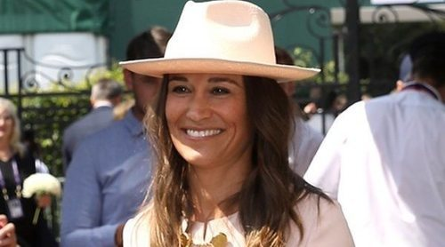 Pippa Middleton, todo sonrisas y glamour con su hermano James Middleton en Wimbledon 2019