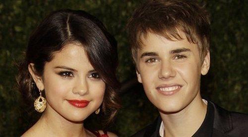 Un hilo de Twitter recopila todas las infidelidades de Justin Bieber a Selena Gomez cronológicamente