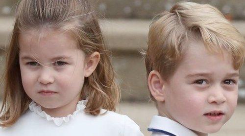 El Príncipe Jorge y la Princesa Carlota se divierten en un festival con sus abuelos Michael y Carole Middleton