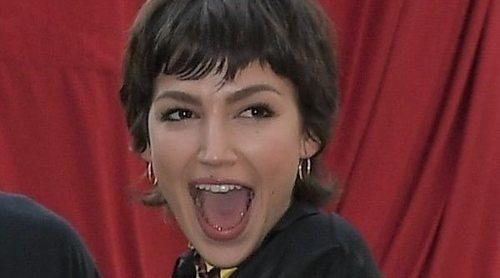 Un fan sorprende a Úrsula Corberó en la presentación de 'La Casa de Papel' en Milán con su cara tatuada