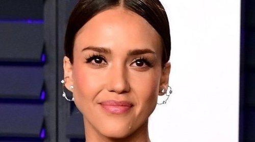 Hackean las redes sociales de Jessica Alba y las llenan de comentarios racistas y homófobos