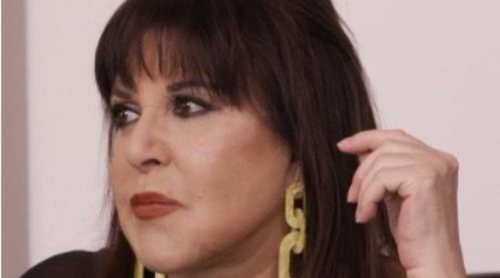 Loles León recuerda en 'Ven a cenar conmigo' su accidentada noche con Jeremy Irons que la dejó más de un mes inmovilizada