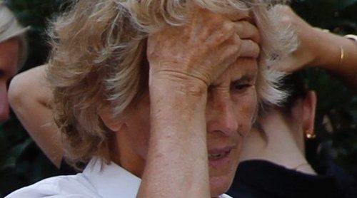 Mercedes Milá y Lorenzo Milá despiden a su madre, Mercedes Mencos, en un funeral en Esplugues del Llobregat