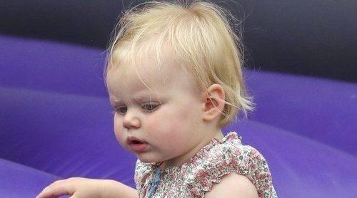 Lena Tindall, hija de Zara Phillips y Mike Tindall, da sus primeros pasos en un festival hípico británico