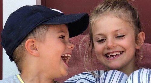 A carcajada limpia: Las fotos más espontáneas de Oscar y Estela de Suecia durante sus vacaciones de verano