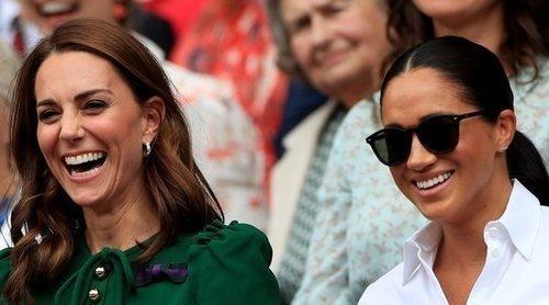 Los padres de Kate Middleton, acusados de utilizar la imagen de Meghan Markle para vender sus productos