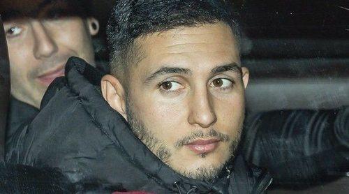 Omar Montes, escoltado por la Policía tras la aglomeración de fans en la salida de su concierto