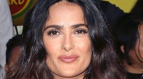 Salma Hayek etiqueta por error a Cole Sprouse como actor de 'Stranger Things' y no de 'Riverdale'