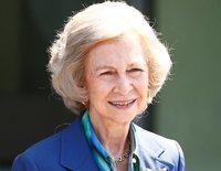 La Reina Sofía acude a visitar al Rey Juan Carlos sonriente y animada