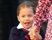La timidez de la Princesa Carlota en su primer día de colegio frente a la poca emoción del Príncipe Jorge