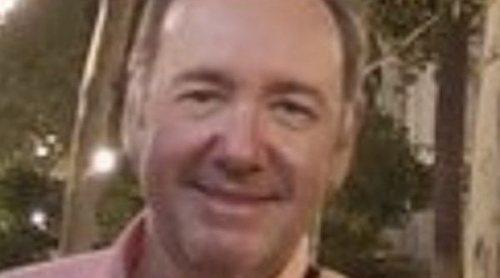 Kevin Spacey se olvida de sus escándalos sexuales cantando 'La Bamba' con la tuna de Sevilla