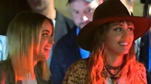 Miley Cyrus celebra el cumpleaños de su pareja Kaitlynn Carter por primera vez