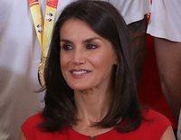 La recepción de los Reyes Felipe y Letizia a la selección española de Baloncesto: un vestido rojo y una confesión