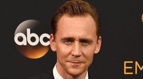 Una mujer se masturba viendo a Tom Hiddleston en el teatro