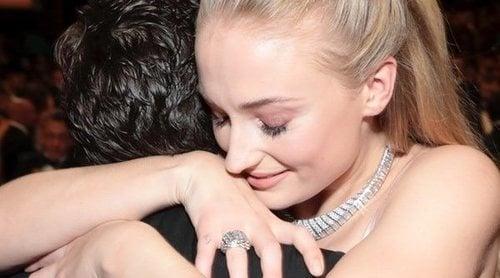Kit Harington y Sophie Turner protagonizan el reencuentro más emotivo en los Emmy 2019 con guiño a 'Juego de Tronos'