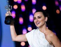 Penélope Cruz recibe con gran emoción el Premio Donostia de la mano de Bono en el FCSS 2019