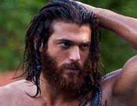 Así es Can Yaman, el actor protagonista de 'Erkenci Kus' que no ha parado de levantar pasiones