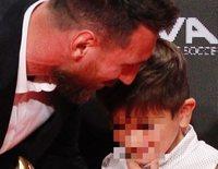 Thiago y Mateo, los hijos de Leo Messi, le roban el protagonismo en la entrega de su sexta Bota de Oro