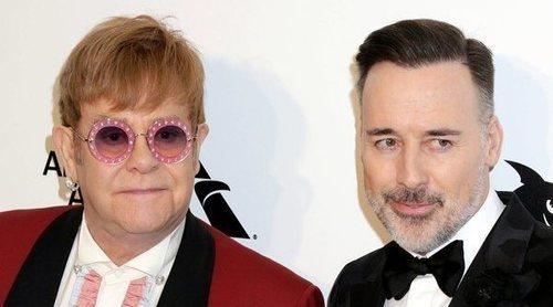 Elton John revela en su biografía que su marido tuvo que ir a rehabilitación debido a la fama del compositor
