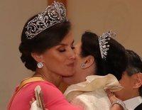 La Reina Letizia, la royal más calida: de su abrazo cariñoso a Masako de Japón y a su aprecio a Victoria de Suecia