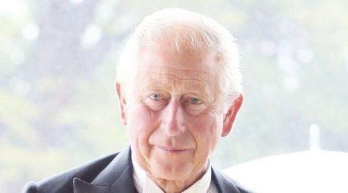 El Príncipe Carlos, furioso con el Príncipe Harry por confesar su distanciamiento del Príncipe Guillermo