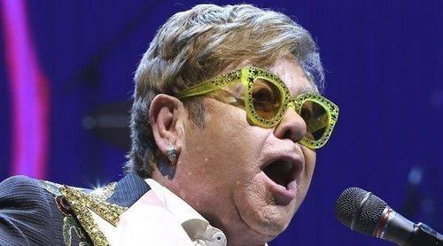 Elton John cancela su concierto en Indianápolis tras conocer la muerte de su suegra