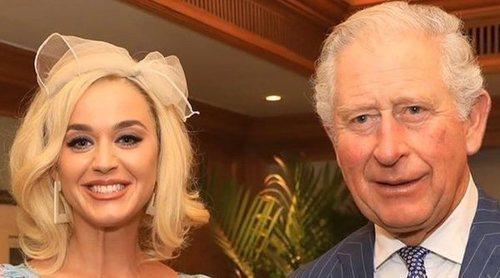 El Príncipe Carlos, encantado de conocer a Katy Perry en su viaje a La India