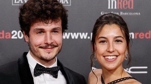 Miki Nuñez y Sara Roy confirman su relación acudiendo juntos a la gala People in Red 2019