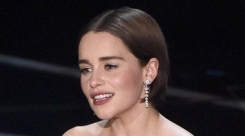 Emilia Clarke revela que los productores la presionan para que se desnude en sus rodajes