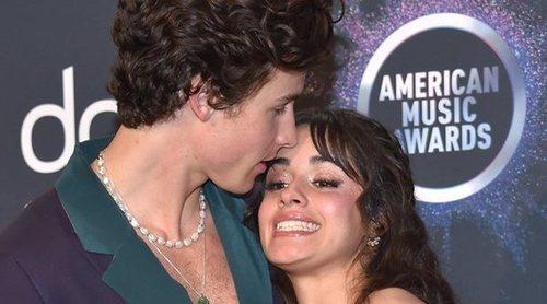 Camilla Cabello y Shawn Mendes, pura pasión tanto en la actuación como en la alfombra roja de los AMAs 2019