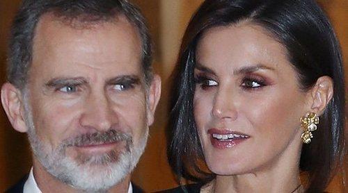 La complicidad de los Reyes Felipe y Letizia en la noche de periodismo que premió a Javier Cercas