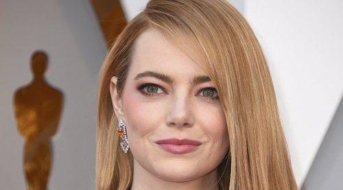 Emma Stone reaparece entre amigos tras el anuncio de su compromiso con Dave McCary