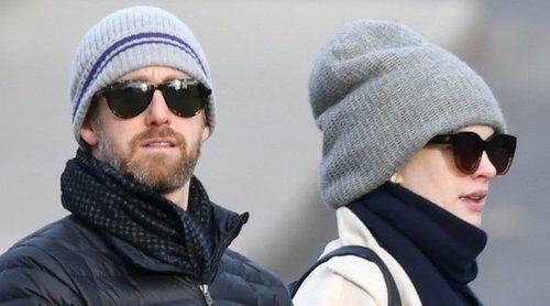 Anne Hathaway y Adam Shulman aparecen con su segundo hijo tras mantener en secreto su nacimiento